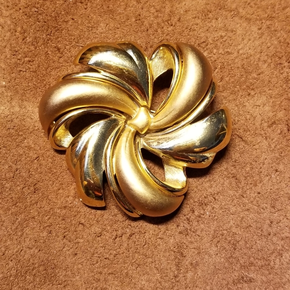 Monet Jewelry - Vintage Monet Brooch Bow